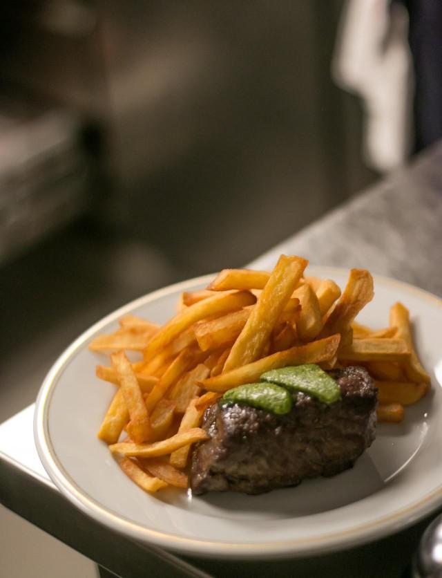 steak frites at La bourse et la vie paris bistro