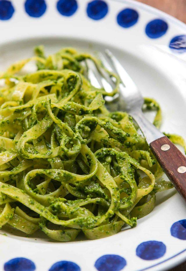 http://davidlebovitz.com.s3.amazonaws.com/wp-content/uploads/2017/03/Bears-Garlic-Ramps-Pesto-recipe-12-640x931.jpg